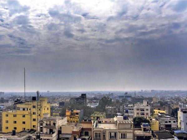 राजधानी में सुबह से लेकर 11 बजे तक बादल छाए रहे। इसके बाद धूप निकली और फिर ठंडी हवा चलने लगी - Dainik Bhaskar
