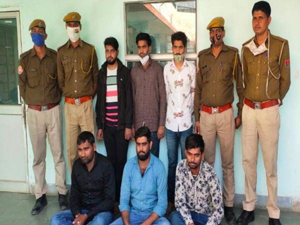 जयपुर में रेलवे भर्ती ऑनलाइन परीक्षा के दौरान परीक्षार्थियों से तीन लाख रुपए में सौदा कर नकल करवाने वाले गिरोह के आरोपी - Dainik Bhaskar
