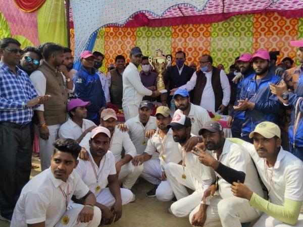 भरतपुर रेड ने भरतपुर ब्लू को 6 रन से हराकर अंडर-19 जिला स्तरीय चैलेंजर ट्रॉफी जीत ली। - Dainik Bhaskar