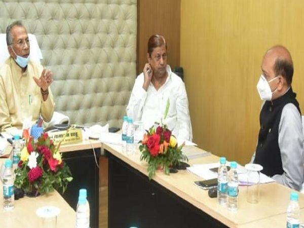 गृहमंत्री ने बैठक में कहा- निर्माण से जुड़े कामों में क्वालिटी का खास ध्यान रखें। - Dainik Bhaskar