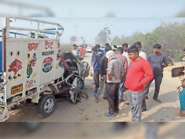 सड़क हादसे के बाद दुर्घटनाग्रस्त डीजे वाली गाड़ी। - Dainik Bhaskar