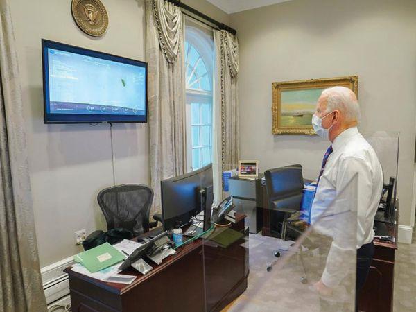 अमेरिकी राष्ट्रपति जो बाइडेन ने भी पर्सीवरेंस की लैंडिंग देखी।
