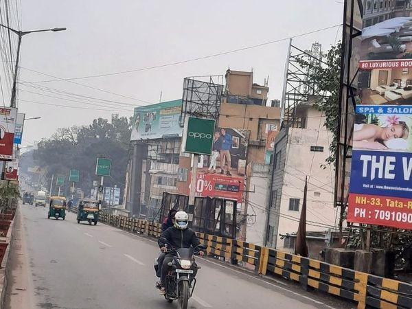 रांची के कुछ इलाकों में सुबह-सुबह हल्की बूंदाबांदी भी हुई है। - Dainik Bhaskar