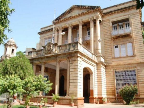 जिला एंव सत्र न्यायालय में संदेह के आधार पर पकड़ा गया था फर्जी ऋण पुस्तिका का मामला - Dainik Bhaskar