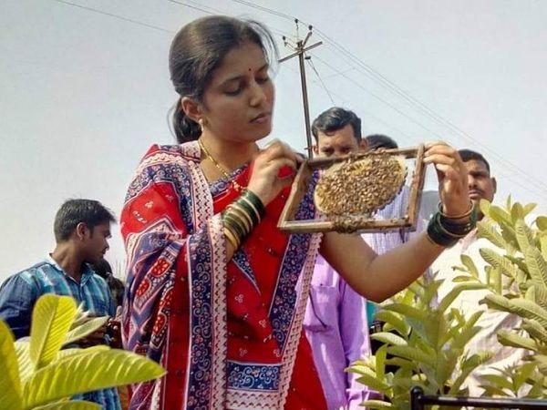सचिन की पत्नी वर्षा ने एग्रीकल्चर में ग्रेजुएशन किया है। वे भी खेती के काम में पति की मदद करती हैं।