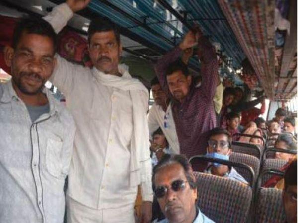 देवरी राेड पर बस में यात्रियों को ठूंस-ठूंसकर बैठाया गया। - Dainik Bhaskar