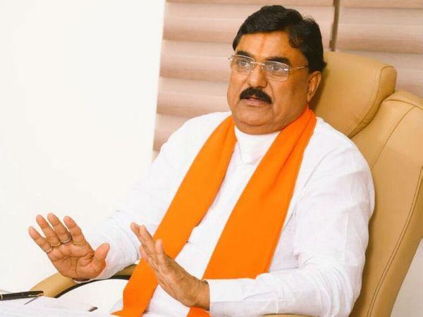 कृषि मंत्री कमल पटेल ने जबलपुर कमिश्नर बी चंद्रशेखर को पत्र लिखकर शिकायत की। (फाइल फोटो) - Dainik Bhaskar