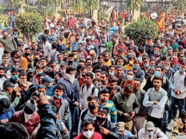 पानीपत कोर्ट में 13 चपरासी पदों पर भर्ती के लिए प्रदेश के 14871 युवाओं ने आवेदन किए हैं। - Dainik Bhaskar