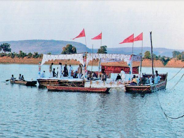 1980 : ऐसे बनता था नाव का जलमंच - Dainik Bhaskar