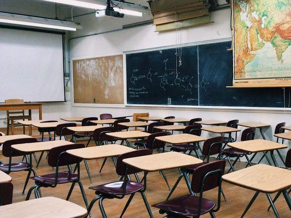 भोपाल जिले में 112 हायर सेकंडरी स्कूल हैं, इनमें कहीं 2 तो कहीं तीन अतिथि शिक्षक - Dainik Bhaskar