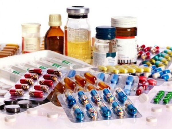 ताज्जुब यह कि जिन कंपनियों की दवाएं पकड़ी जा रही हैं, संबंधित कंपनी का कहना है कि दवाएं हमारी नहीं हैं। - Dainik Bhaskar