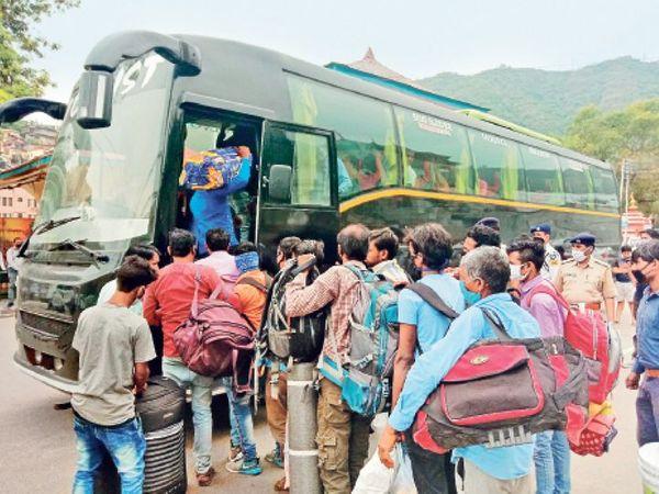 यात्रियों की परेशानी - Dainik Bhaskar