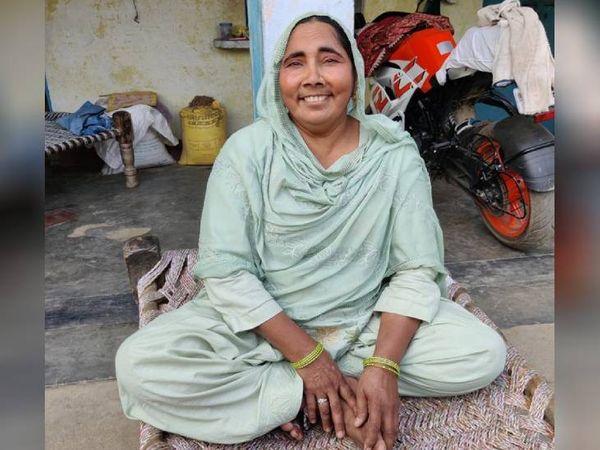शबनम की चाची फातिमा को उसे लेकर कोई अफसोस नहीं है। बात करते-करते वे अपनी हंसी छुपाने की कोशिश करती हैं, लेकिन उनके चेहरे पर हंसी आ ही जाती है।