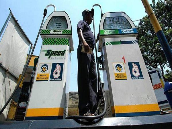 राजधानी दिल्ली में सोमवार को पेट्रोल 90.58 रुपए प्रति लीटर और डीजल 80.97 रुपए पर बिक रहा है।            -फाइल फोटो - Money Bhaskar