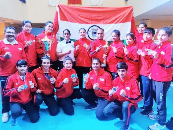 भारतीय महिला बॉक्सरों ने 5 गोल्ड, 3 सिल्वर और 2 ब्रॉन्ज समेत कुल 10 मेडल्स अपने नाम किए। इसकी बदौलत वुमन्स कैटेगरी में भारत मे टॉप पर रहा। - Dainik Bhaskar