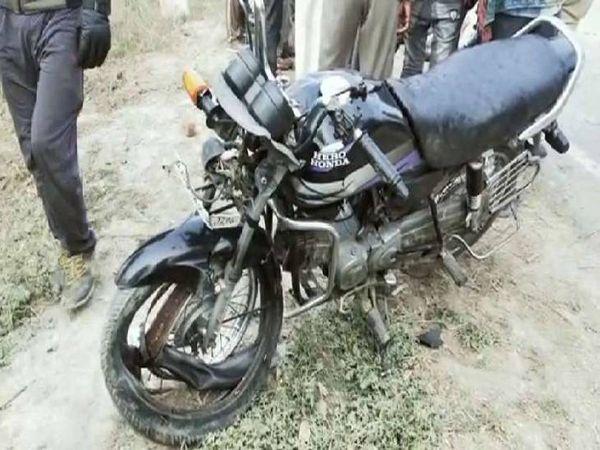 चरगवां क्षेत्र में चार पहिया वाहन की टक्कर से बाइक सवार की मौत। - Dainik Bhaskar