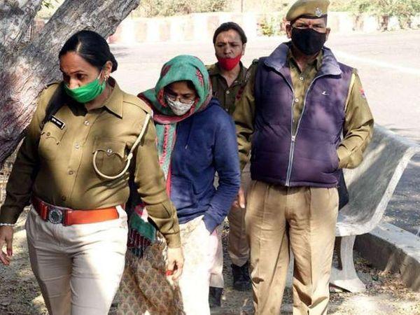 जमानत अवधि खत्म होने पर पिंकी मीणा ने रविवार को वापस जेल में सरेंडर कर दिया।
