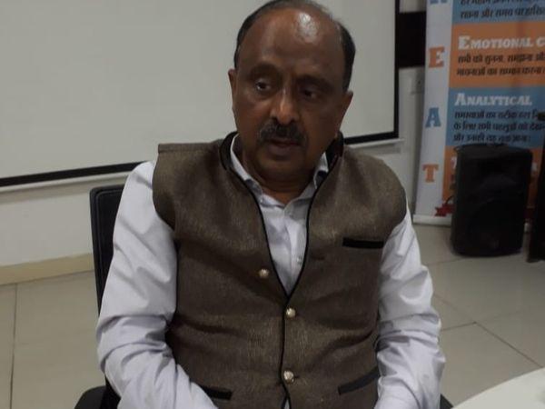 बिहार इकोनॉमिक स्टडी के निदेशक और अर्थशास्त्री  हैं डॉ. प्यारेलाल। - Dainik Bhaskar