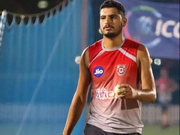 वैभव अरोड़ा ने चंडीगढ़ में क्रिकेट एकेडमी में ट्रेनिंग ली।