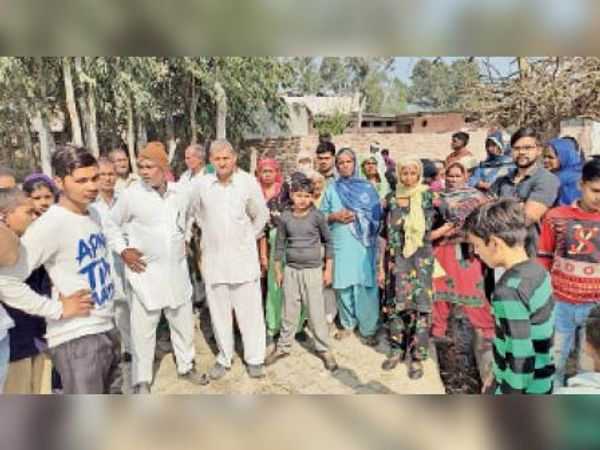 नारायणगढ़ में विरोध करते एससी समाज के लोग। - Dainik Bhaskar