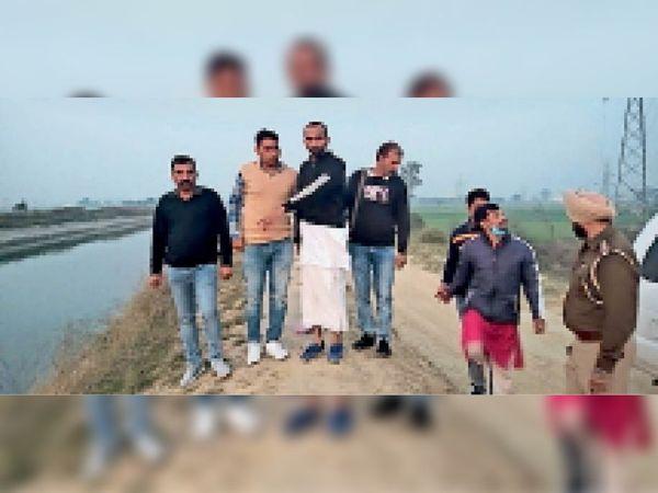 कुरुक्षेत्र   हत्या के आरोपी को लेकर नेहा की तलाश में नहर पर सर्च करती पुलिस टीम। - Dainik Bhaskar