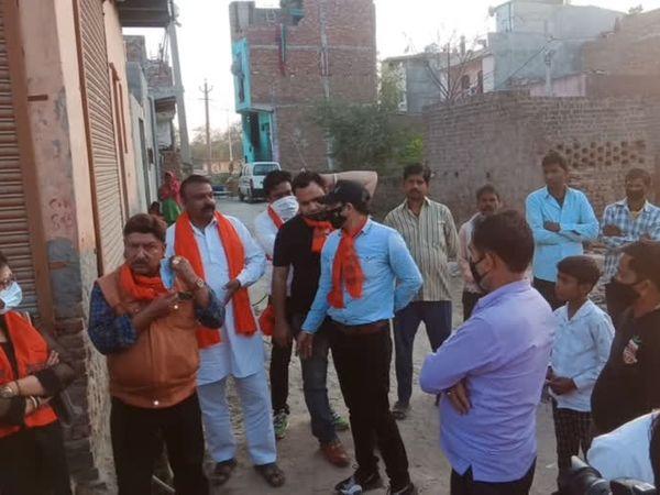 बीते शुक्रवार को बेगमपुर इलाके में एक नाबालिग लड़की की लईक खान नाम के शख्स ने हथौड़े से पीटकर हत्या कर दी थी। - Dainik Bhaskar