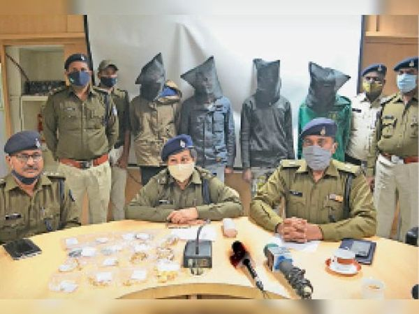 आरोपियों को पुलिस ने गिरफ्तार कर न्यायालय में पेश किया। - Dainik Bhaskar