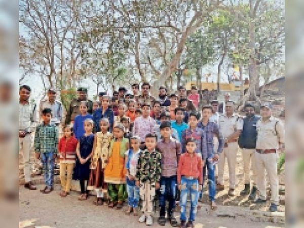 1 दिन की पर्यावरण पाठशाला में गांवों के बच्चे शामिल हुए। - Dainik Bhaskar