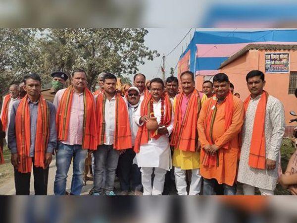 महावीर मंदिर के तीसरे वार्षिकोत्सव को ले निकाली गई कलशयात्रा - Dainik Bhaskar