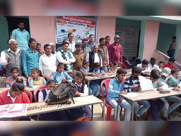 अमनौर में आयोजित प्रतियोगिता में शामिल बच्चे। - Dainik Bhaskar