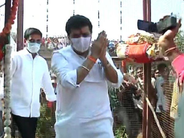 पूजा की मौत के बाद से पिछले 15 दिनों से गायब थे मंत्री संजय राठौड़।