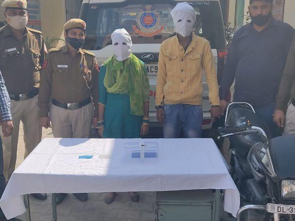 पुलिस की गिरफ्त में झपटमारी करने वाला दंपति - Dainik Bhaskar