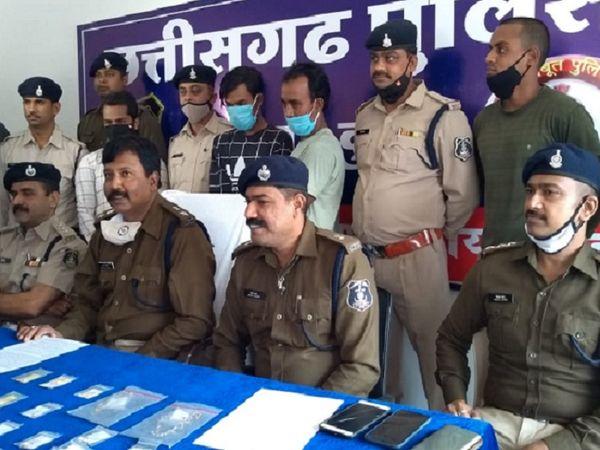 छत्तीसगढ़ के दुर्ग में पुलिस ने हिस्ट्रीशीटर सहित उसके दो साथियों को गिरफ्तार किया है। पकड़े गए आरोपी चोरी की वारदातों को अंजाम देते थे। - Dainik Bhaskar