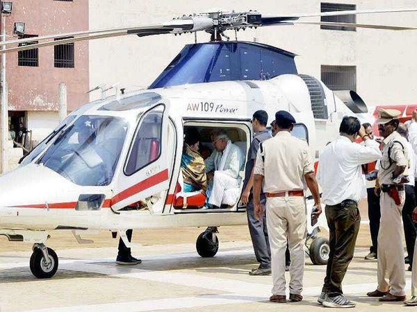 मुख्यमंत्री भूपेश बघेल सामान्य दौरों के लिए अधिकतर राज्य सरकार के बेड़े में मौजूद अगुस्ता A-190 हेलिकॉप्टर का ही इस्तेमाल करते रहे हैं। सरकार किराये पर भी हेलिकॉप्टर लेती है। ऐसा कई बार हुआ है। - Dainik Bhaskar