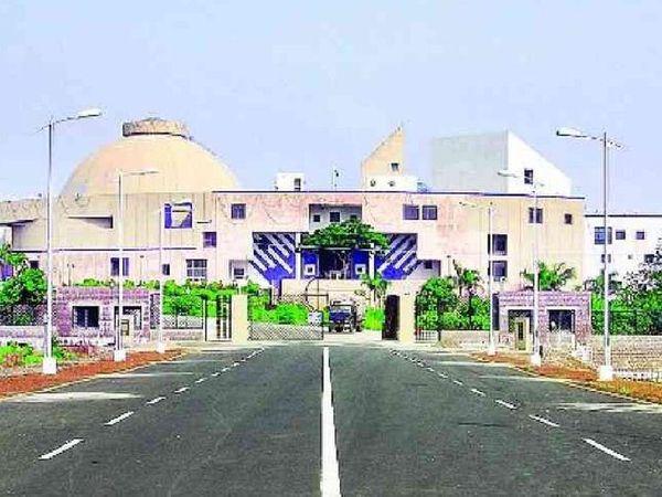 मध्यप्रदेश विधानसभा की बैठक 22 फरवरी से 26 मार्च 2021 तक पुरानी जेल परिसर और भेल दशहरा मैदान को 33 दिन के लिए अस्थाई जेल बनाया, राज्य सरकार ने अधिसूचना जारी की - Dainik Bhaskar