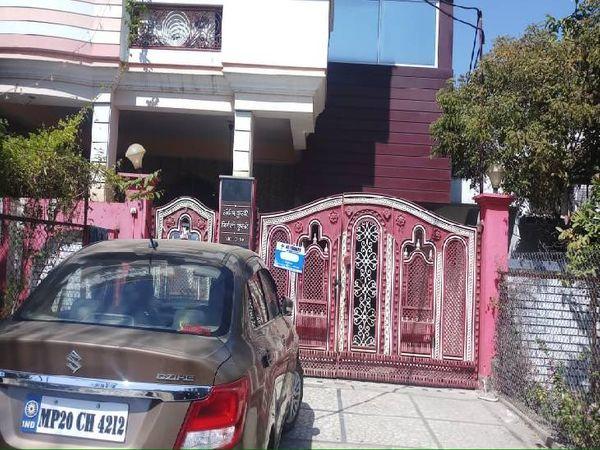 संदीप कुसरे का मकान, जहां पहुंचे थे ग्राहक बनकर अपहरण करने बदमाश।