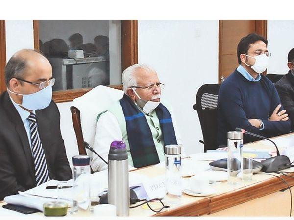 मुख्यमंत्री सुशासन सहयोगियों की बैठक लेते सीएम। - Dainik Bhaskar