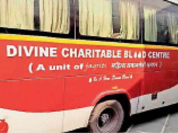 पानीपत. इसराना में इसी बस में लगाया जा रहा था रक्तदान शिविर। - Dainik Bhaskar