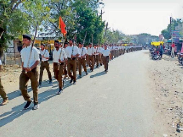 मेहतवाड़ा में मंडल स्तर का स्वयं सेवकों द्वारा पथ संचलन निकाला गया। - Dainik Bhaskar