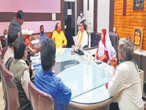 जिला परिषद में विधायक देवनानी ने जिला प्रमुख से मुलाकात की। - Dainik Bhaskar