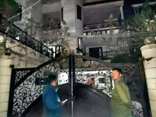 पुलिस रोज रात घरों की तलाशी ले रही है। - Dainik Bhaskar