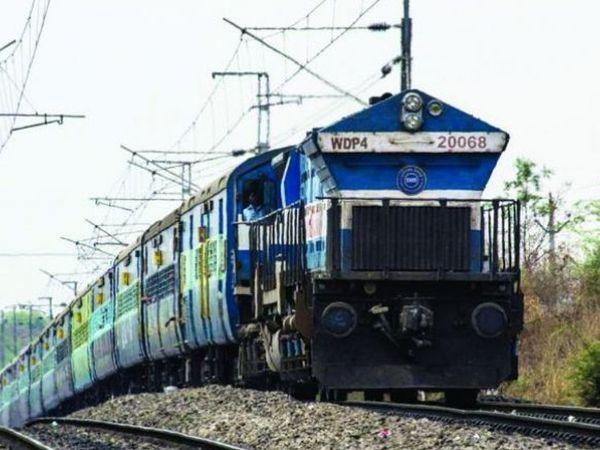 चूरू-सीकर खंड से होकर चलने वाली श्रीगंगानगर बांद्रा, हिसार कोटा स्पेशल एक्सप्रेस ट्रेनों का बिसाऊ पर ठहराव करने की मांग। - Dainik Bhaskar