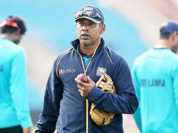 चामिंडा वास ने करियर में श्रीलंका के लिए 111 टेस्ट और 322 वनडे खेले हैं। टेस्ट में उन्होंने 355 विकेट और 400 विकेट लिए।(फाइल फोटो ) - Dainik Bhaskar