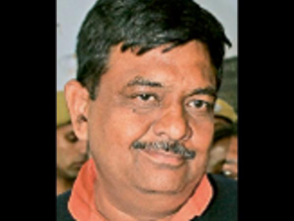 वैट कम करना चाहिए ताकि पेट्रोल-डीजल की रेट कम हो। - Dainik Bhaskar