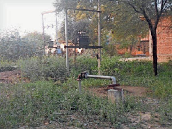 हमीरापुरा गांव में चार से बंद नल जल याेजना। - Dainik Bhaskar