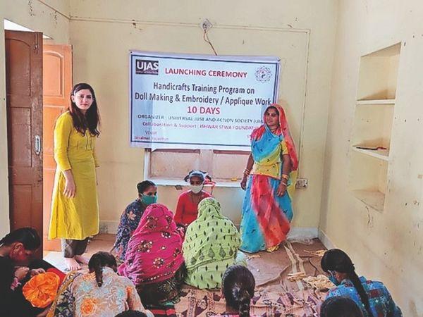 महिला सशक्तीकरण की दिशा में महिलाओं को दी जा रही ट्रेनिंग, पहले फेज में 300 बनेंगी एक्सपर्ट - Dainik Bhaskar
