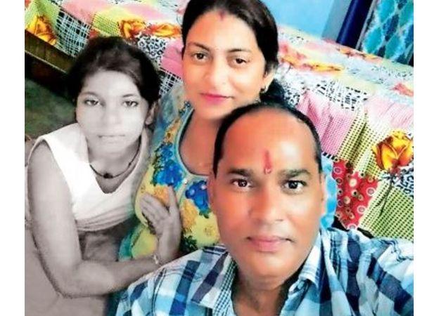माता-पिता के साथ नशिता की पुरानी फोटो। - Dainik Bhaskar
