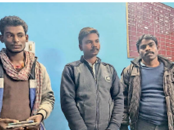 कोयला चोरी के आरोप में गिरफ्तार लोग। - Dainik Bhaskar