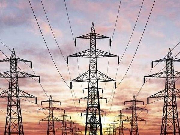 सरकार ने पिछले दिनों प्रदेश की पांचों बिजली कंपनियों में 2370 विभिन्न पदों पर भर्ती निकाली है। - Dainik Bhaskar