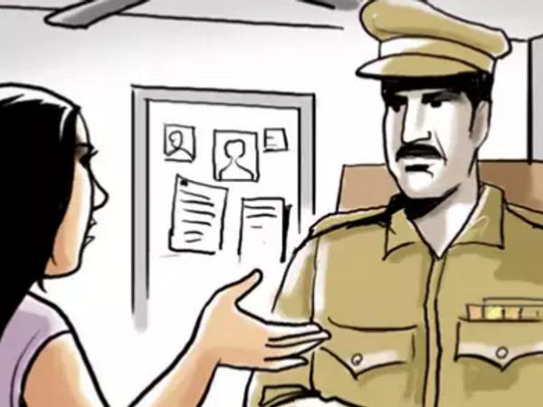 ग्राहक के बयान दर्ज कर पुलिस ने चोरी करने वाली महिलाओं का सुराग लगाने के लिए  CCTV खंगालने शुरू कर दिए हैं।- प्रतीकात्मक फोटो - Dainik Bhaskar